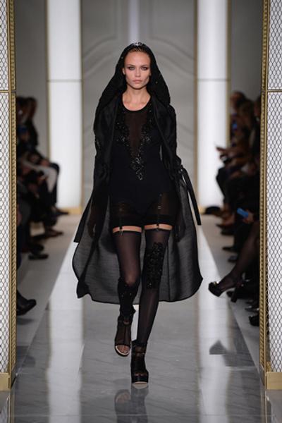 Дебютный показ La Perla на Неделе высокой моды в Париже | галерея [1] фото [9]