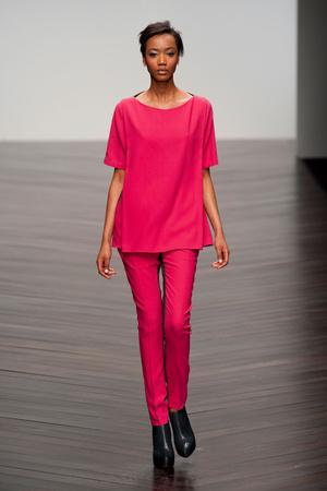 Показы мод Zoe Jordan Осень-зима 2013-2014 | Подиум на ELLE - Подиум - фото 800