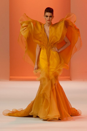Показ Stephane Rolland коллекции сезона Весна-лето 2014 года Haute couture - www.elle.ru - Подиум - фото 575036