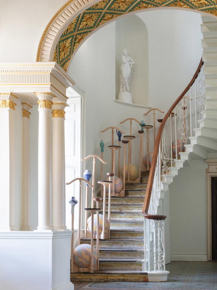 Необычные вешалки для одежды для отеля в Англии (фото 2)