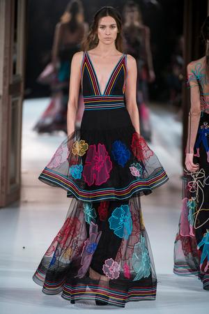 Показ Yanina Couture коллекции сезона Весна-лето  2017 года Haute couture - www.elle.ru - Подиум - фото 616433