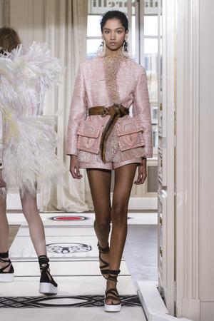 Показ Schiaparelli коллекции сезона Весна-лето 2018 года Haute couture - www.elle.ru - Подиум - фото 671391