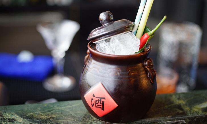 Ресторан в Гонконге в стиле киноленты Вонга Кар-Вая «Любовное настроение» (фото 10)
