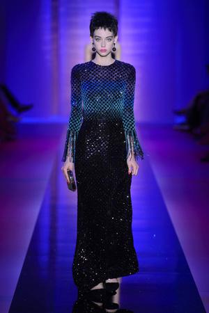 Показ Armani Privé  коллекции сезона Осень-зима 2015-2016 года Haute couture - www.elle.ru - Подиум - фото 597026