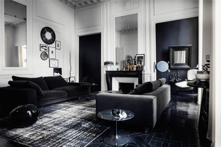Черный квадрат: парижская квартира в доме XVIII века (фото 0)