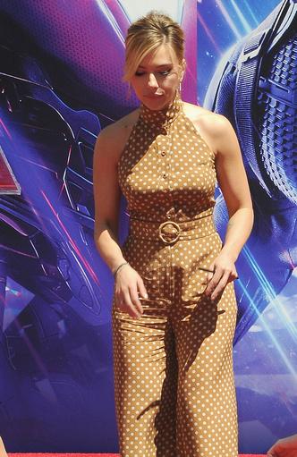 Скарлетт Йоханссон и другие «Мстители» на церемонии в кинотеатре TLC (фото 3.2)