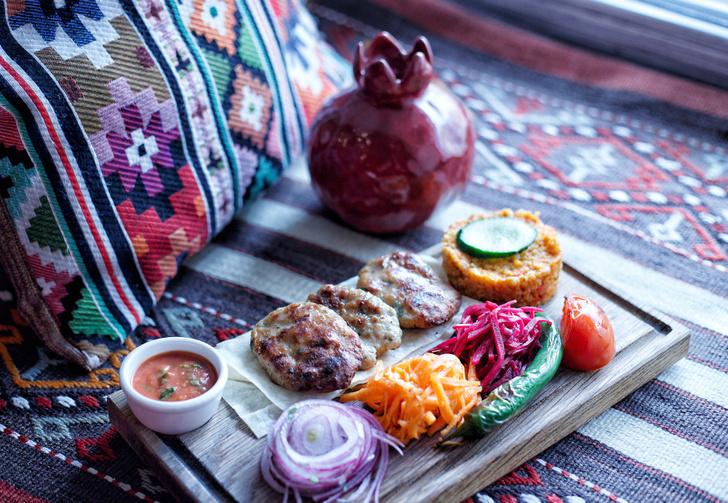 Текирдаг кефте (котлеты из курицы и говядины с сыром)