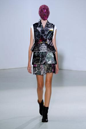 Показ Maison Martin Margiela коллекции сезона Осень-зима 2012-2013 года Haute couture - www.elle.ru - Подиум - фото 405023