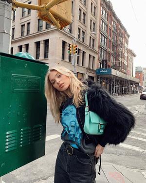 Эльза Хоск нашла самую модную сумку для будущей весны (фото 1.1)