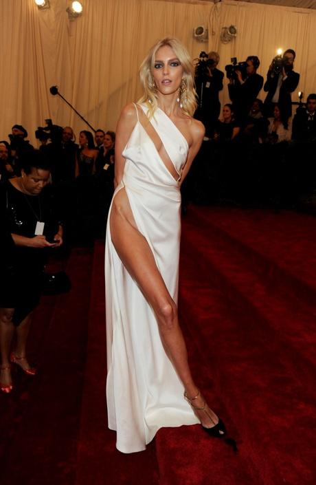 Платье с высоким разрезами