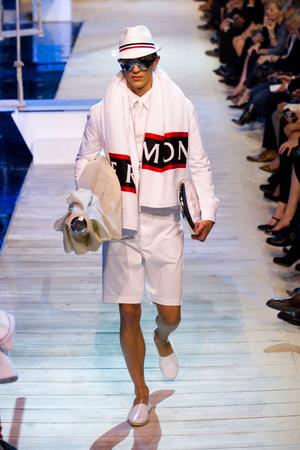 Показы мод Moncler Gamme Rouge Весна-лето 2013 | Подиум на ELLE - Подиум - фото 988