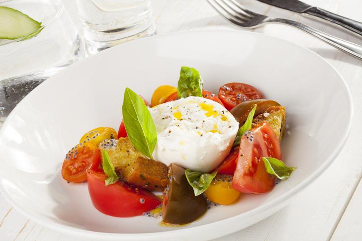 Буррата и салат из трех видов помидор летние салаты с фото