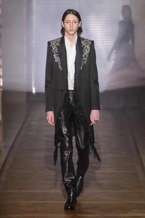 Показ Givenchy коллекции сезона Весна-лето 2018 года Haute couture - www.elle.ru - Подиум - фото 674691