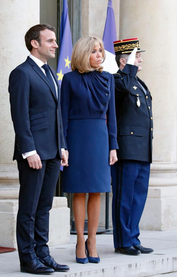 В каком платье Бриджит Макрон встречала самую стильную королеву? (фото 1)