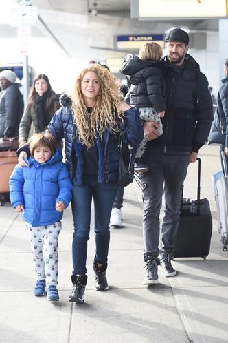 Фото дня: первый выход Шакиры и Жерара Пике с детьми за долгое время (фото 2)
