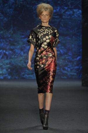 Показы мод Vera Wang Весна-лето 2011 | Подиум на ELLE - Подиум - фото 2649