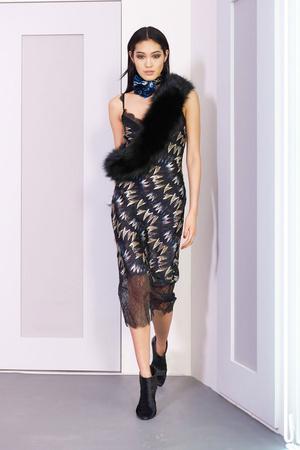 Показ Diane Von Furstenberg коллекции сезона Осень-зима 2016-2017 года prêt-à-porter - www.elle.ru - Подиум - фото 603509