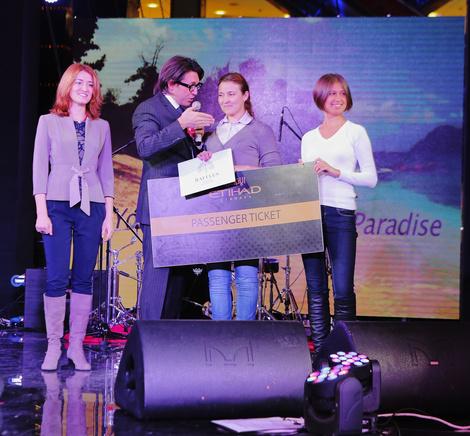 вручение главного приза от Etihad Airways и Raffles Praslin