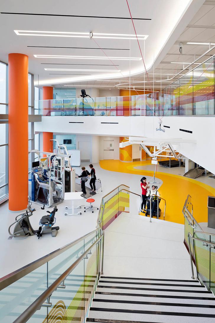 Яркая больница в Чикаго лечит дизайном (фото 15)