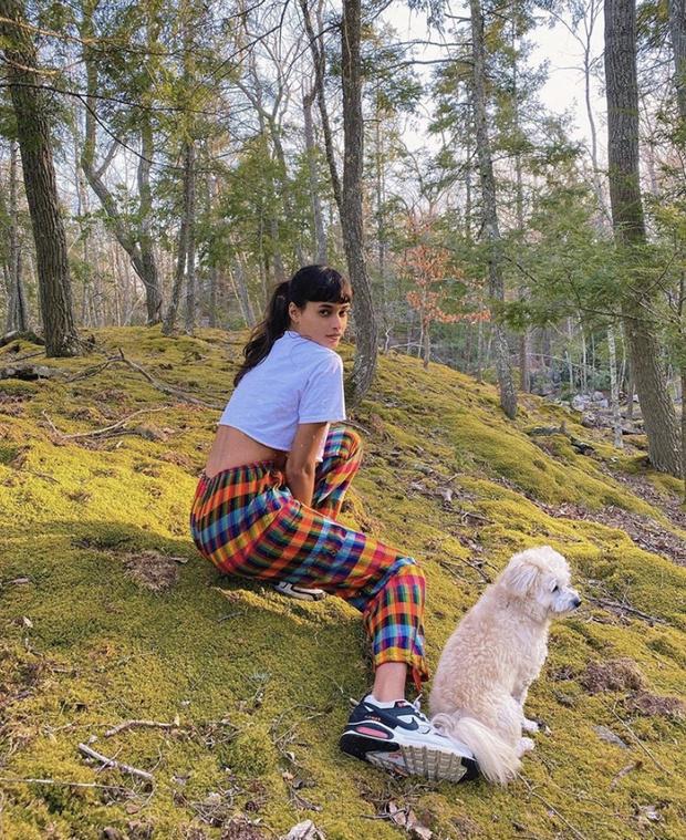 Лесная фея home edition: Жизель Оливейра в пижаме на природе (фото 2)