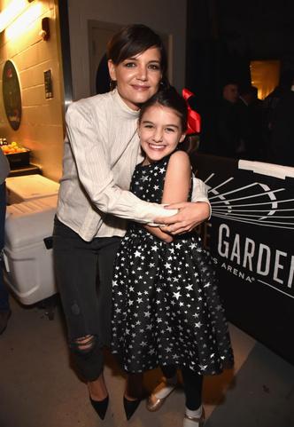 11-летняя дочь Тома Круза впервые вышла на сцену (фото 2)