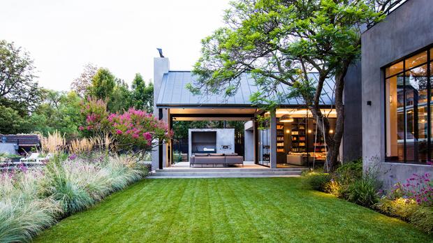 Дом и пышный сад в пригороде Мельбурна (фото 0)