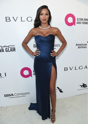Самые сексуальные платья афтепати «Оскара-2018» (фото 12)