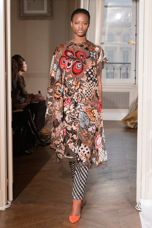 Показ Schiaparelli коллекции сезона Весна-лето  2017 года Haute couture - www.elle.ru - Подиум - фото 616349