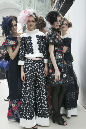 Показ  коллекции сезона Весна-лето 2013 года haute couture - www.elle.ru - Подиум - фото 479827