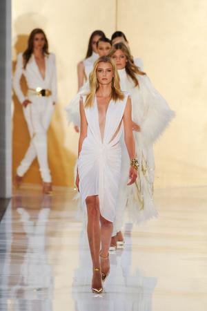 Показ Alexander Vauthier коллекции сезона Осень-зима 2012-2013 года Haute couture - www.elle.ru - Подиум - фото 404481