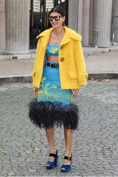 Эль Фаннинг и Эмили Ратаковски на показе Miu Miu в Париже | галерея [1] фото [11]