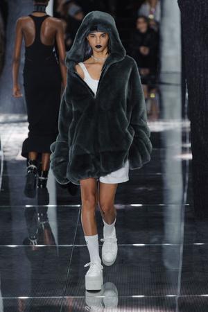 Показ Fenty x Puma by Rihanna коллекции сезона Осень-зима 2016-2017 года Prêt-à-porter - www.elle.ru - Подиум - фото 603620