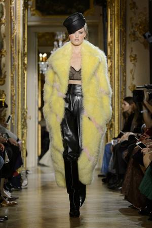Показ Ulyana Sergeenko коллекции сезона Весна-лето  2016 года haute couture - www.elle.ru - Подиум - фото 603026