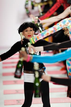Показ Betsey Johnson коллекции сезона Осень-зима 2013-2014 года Prêt-à-porter - www.elle.ru - Подиум - фото 489447