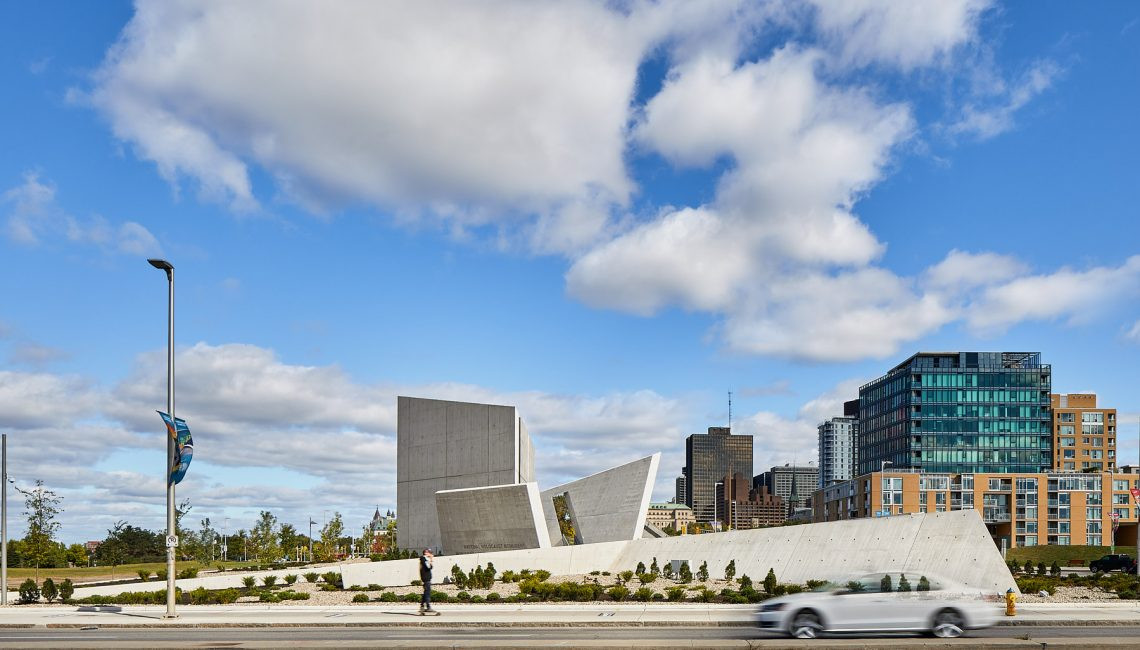 Монумент памяти холокоста по проекту Даниэля Либескинда | галерея [1] фото [6]