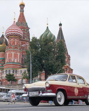 Звездные водители раритетных автомобилей на ГУМ-Авторалли (фото 1.2)