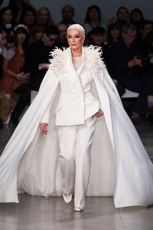 Показ Stephane Rolland коллекции сезона Весна-лето 2013 года Haute couture - www.elle.ru - Подиум - фото 479757