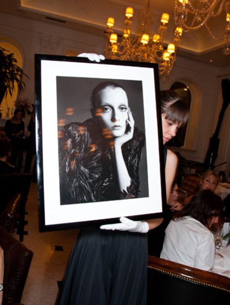 аукцион памяти Александа Маккуина