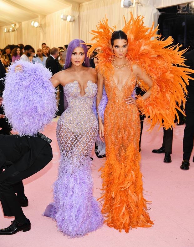 Кендалл и Кайли Дженнер оделись на Met Gala как героини фильма «Скуби-Ду» (фото 1)