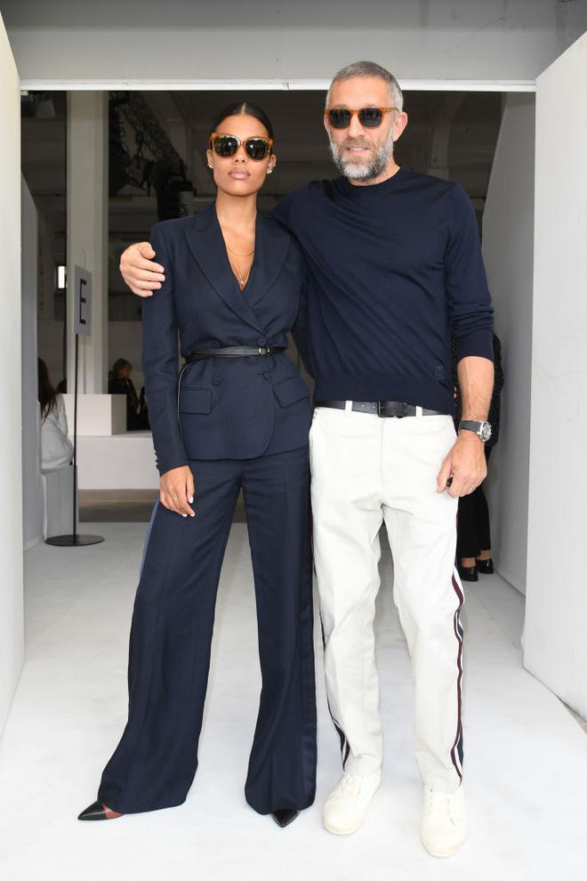 Венсан Кассель и Тина Кунаки  — самая элегантная пара на показе Roberto Cavalli (фото 1)