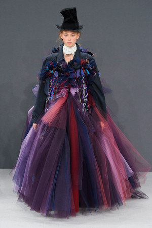 Показ Viktor & Rolf коллекции сезона Осень-зима 2016-2017 года haute couture - www.elle.ru - Подиум - фото 607428