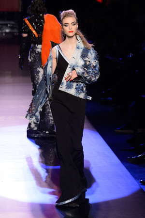 Показ Jean Paul Gaultier коллекции сезона Весна-лето  2016 года Haute couture - www.elle.ru - Подиум - фото 602944