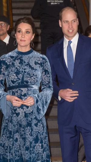 Синий бархат: Кейт Миддлтон в платье Erdem (фото 5)