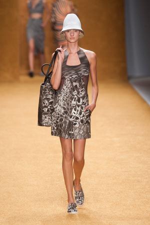 Показы мод Akris Весна-лето 2014 | Подиум на ELLE - Подиум - фото 3678