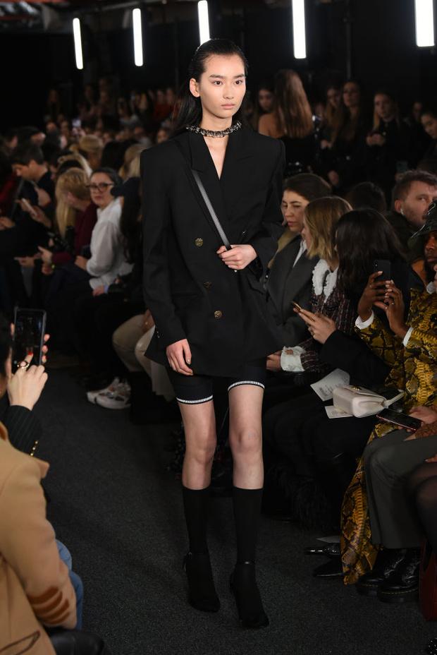 Черный – новый черный: показ David Koma на London Fashion Week (фото 5)