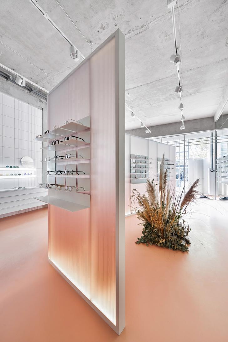Розовый магазин оптики в Санкт-Петербурге (фото 8)