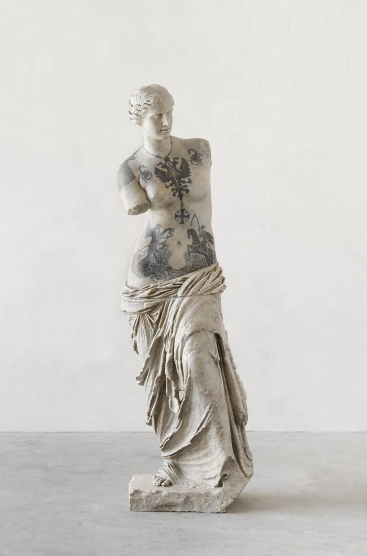Художник Фабио Виале наносит татуировки на мраморные скульптуры (фото 9)
