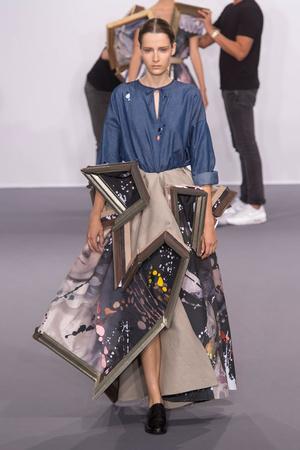 Показ Viktor & Rolf коллекции сезона Осень-зима 2015-2016 года Haute couture - www.elle.ru - Подиум - фото 597339