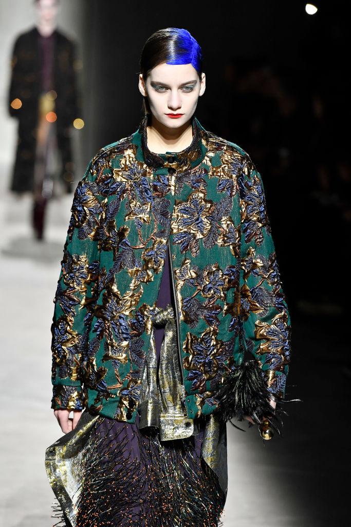 Знай наших: 11 выходов модели Алины Болотиной на Неделе моды в Париже (фото 3)