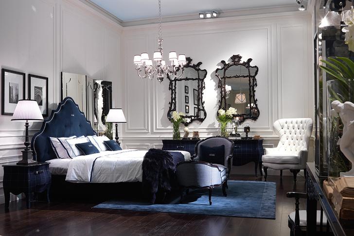 Спальня. Мебель, зеркала, люстры, ковер, все — Gianfranco Ferré Home.